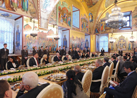 FET71. Moscow (Russian Federation), 08/05/2015.- Delegates attend an informal dinner in honor of the state leaders taking part in the 70th anniversary celebration of the victory of the Soviet Union and its Allies over Nazi Germany in WWII, at the Kremlin in Moscow, Russia, 08 May 2015. (Alemania, Rusia, Mosc˙) EFE/EPA/HOST PHOTO AGENCY / RIA NOVOSTI MANDATORY CREDIT