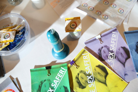 the-s-t-eye-is-a-condom-with-an-inbuilt-indication-that-changes-colour-when-in-contact-with-stis-allows-people-to-take-action-in-privacy-without-the-embarrassment-or-invasiveness-of-a-d